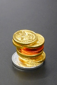 monete di cioccolato in pila